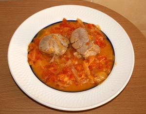 Solomillo de cerdo con tomates y cebolla